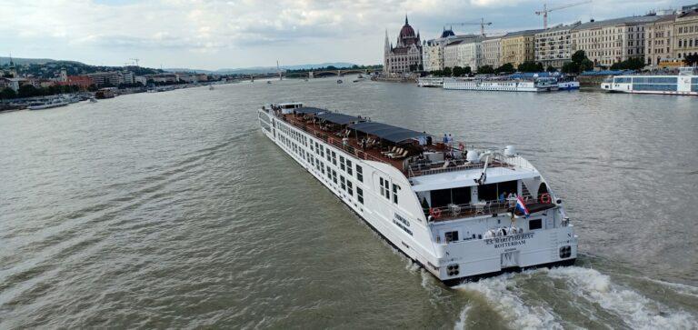 pemandangan Sungai Danube dari Chain Bridge, Budapest, Hungary