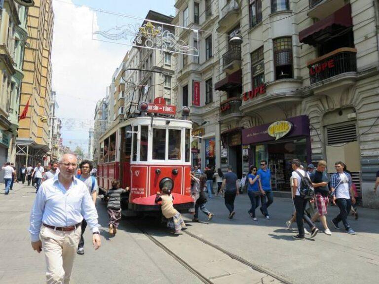 Taksim Square, Istanbul, Turki
