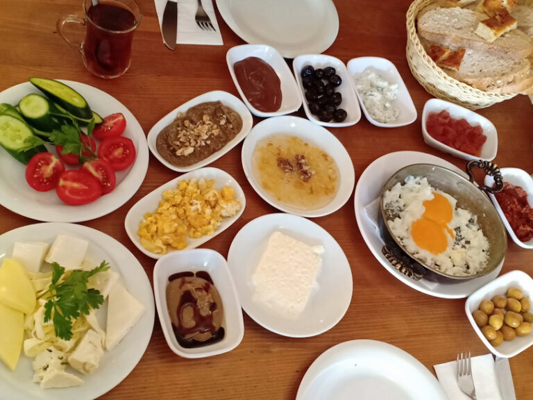 Van Kahvalti, Istanbul, Makanan Turki