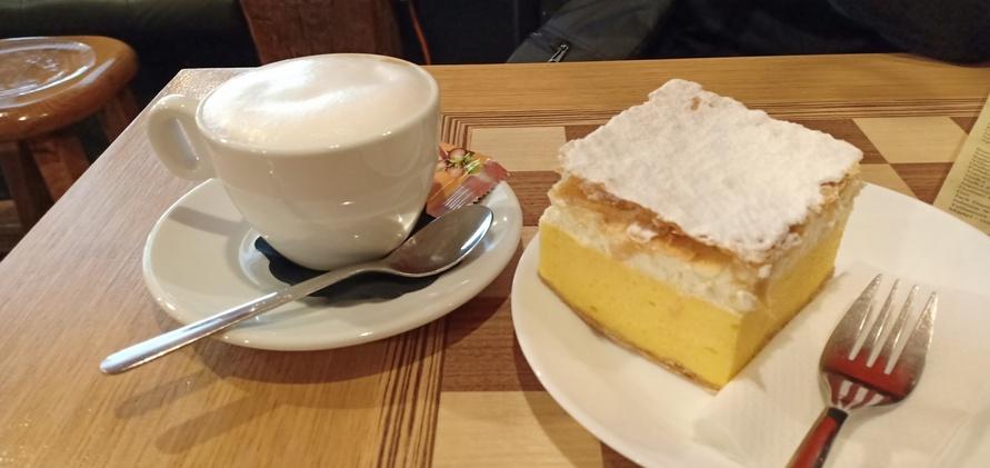 Kremna-rezina-dan-a-cup-of-cappuccino