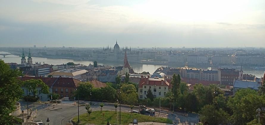 Pemandangan-kota-Budapest-dari-Fishermans-Bastion