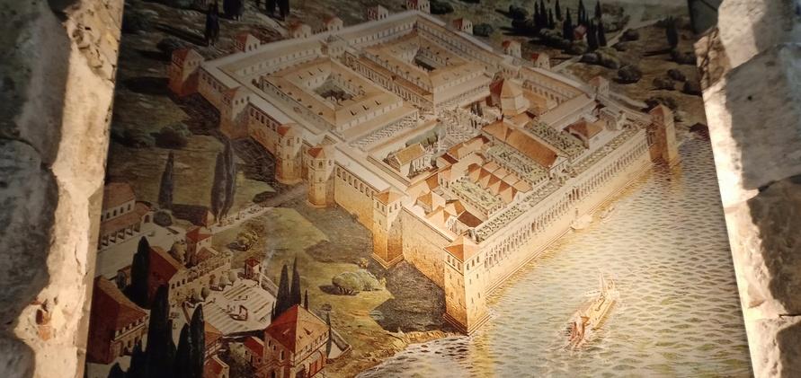 gambar rekonstruksi istana Diocletian, Split, Kroasia