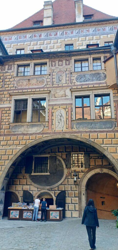 courtyard-Cesky-Krumlov-Ceko
